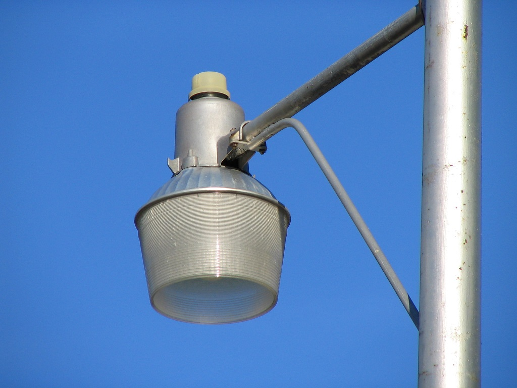 Mercury Vapor Yard Light on a Pole